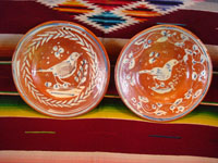 Mexican vintage pottery and ceramics, a pair of bandera-ware plates with graceful birds, Tonala or Tlaquepaque, Jalisco, c. 1930's. Main photo.