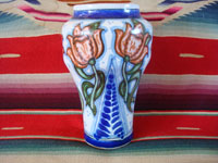 Mexican vintage pottery and ceramics, a beautiful Talavera urn or vase with rich royal blue and soft rose colored glaze decorations, Puebla, c. 1940's. Main photo of the Talavera urn or vase from Puebla.