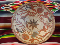 Mexican vintage pottery and ceramics, a wonderful pottery tri-pod bowl with beautiful and very fine artwork, from Guerrero, c. 1940's. Main photo.