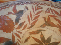 Mexican vintage pottery and ceramics, a wonderful pottery tri-pod bowl with beautiful and very fine artwork, from Guerrero, c. 1940's. Another view of the artwork inside of the bowl, consisting of lovely leaves and birds.