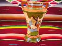 Mexican vintage pottery and ceramics, a lovely and very finely decorated petatillo (the background is filled with very fine hatchwork lines, resembling a Mexican straw-mat or petate) vase, Tonala or Tlaquepaque, Jalisco, c. 1930's. Main photo.