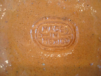 Mexican vintage pottery and ceramics, a lovely and very finely decorated petatillo (the background is filled with very fine hatchwork lines, resembling a Mexican straw-mat or petate) vase, Tonala or Tlaquepaque, Jalisco, c. 1930's. Photo showing the stamp on the bottom of the petatillo vase.