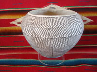 Native American Indian vintage pottery and ceramics, a very beautiful Acoma pot, with very intricate designs and a wonderful shape, Acoma Pueblo, New Mexico, c. 1930's. Main photo of the Acoma pot.