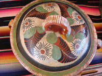 Photo showing the lid of the Mexican vintage pottery petatillo casserole.
