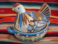 Mexican vintage pottery and folk art, a medium-sized casserole with lid in the shape of a hen, c. 1940's. Main photo.