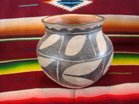 Native American Indian vintage pottery and ceramics, a lovely pottery olla from San Ildefonso Pueblo, New Mexico, c. 1930's. Main photo of the San Ildefonso olla.