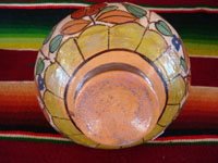 Mexican vintage pottery and ceramics, a beautiful petatillo pottery vase from Tonala, c. 1930's, attributed to the great artist Balbino Lucano. Photo showing the bottom of the vase.