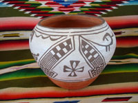 Native American Indian pottery and ceramics, a lovely Indian pot with fine decorations, Santa Ana Pueblo, c. 1930's. Main view of the Santa Ana Pueblo pot.