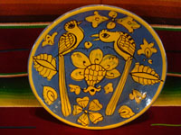 Mexican vintage pottery and ceramics, a stunning Fantasia-ware plate decorated with lovely birds, perhaps quetzales, Tonala or Tlaquepaque, Jalisco, c. 1930's. Main photo.