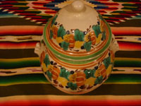 Mexican pottery and ceramics, a beautiful ceramic jar with a lid, very beautifully decorated, by the renowned Gorky Gonzalez of Guanajuato, c. 1960. Another side shot of the tibor by Gorky Gonzalez.