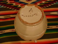 Mexican pottery and ceramics, a beautiful ceramic jar with a lid, very beautifully decorated, by the renowned Gorky Gonzalez of Guanajuato, c. 1960. Photo of the bottom of the jar, showing the signature mark of Gorky Gonzalez.
