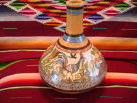 Mexican vintage pottery and ceramics, a water jar attributed to the great Balbino Lucano, Tlaquepaque, Jalisco, c. 1920-30's. The jar is done in the petatillo hatchwork style (with straw-like hatchwork in the background) for which Balbino Lucano is famous. Main photo of the Tlaquepaque petatillo jar.