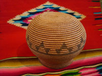 Native American Indian vintage baskets, a beautiful Chemehuevi olla with wonderful shape and decoration. c. Parker, Arizona, c. 1890-1900. Photo showing the bottom of the Chemehuevi olla basket.