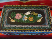 Mexican vintage wood carving, and Mexican vintage folk art, a laquered box from Olinala, Michoacan, with fantastic birds and foliage, c. 1950. Top view.