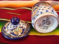 Mexican vintage pottery and ceramics, a beautiful lidded Talavera dish from Puebla, bearing the mark of the Uriarte fabrica, c. 1960's. View of the bottom of the Talavera bowl with the Uriarte mark.